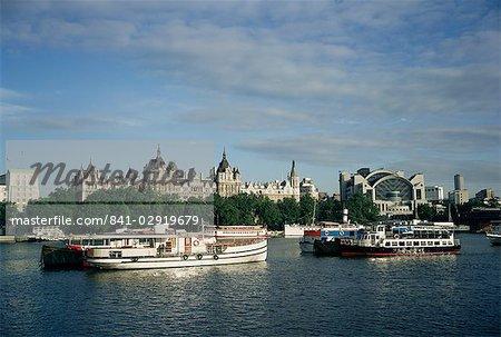 Victoria Embankment und der Themse, London, England, Vereinigtes Königreich, Europa