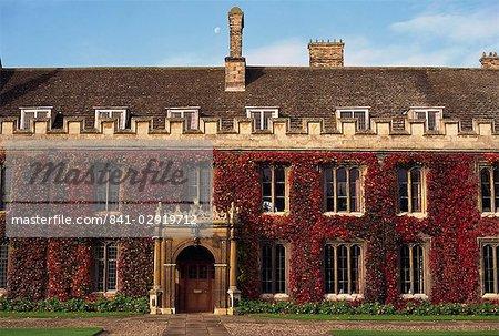Courtyard, Trinity College, Cambridge, Cambridgeshire, Angleterre, Royaume-Uni, Europe