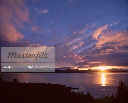 Lever du soleil, lac Pukaki, Southern Alps, Canterbury, île du Sud, Nouvelle-Zélande, Pacific