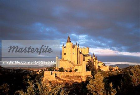 L'Alcazar au coucher du soleil, Segovia, Castilla y Leon, Espagne, Europe