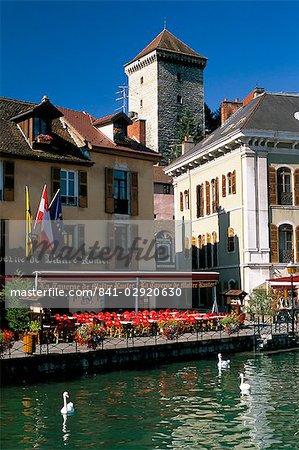 Voir toute la rivière Thiou du château, Annecy, Haute-Savoie, Rhône-Alpes, France, Europe