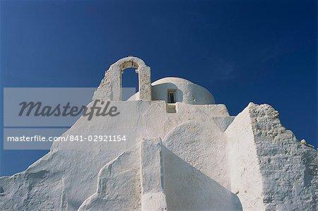 Murs blancs de l'église de Paraportiani à Mykonos town, Iles Cyclades, îles grecques, Grèce, Europe