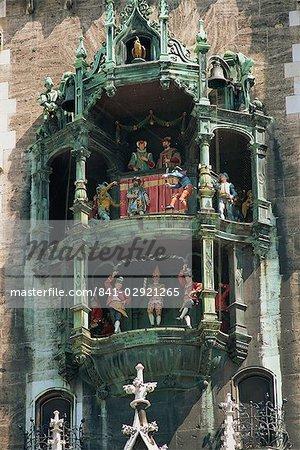 Gros plan du carillon au nouvel hôtel de ville de Munich, Bavière, Allemagne, Europe
