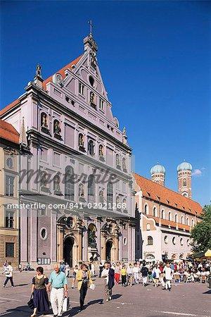 Neuhauserstrasse avec l'église de Saint-Michel, Munich, Bavière, Allemagne, Europe
