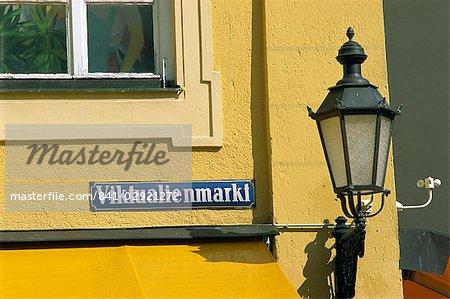 Réverbère et signe de la Viktualienmarkt dans la ville de Munich, Bavière, Allemagne, Europe