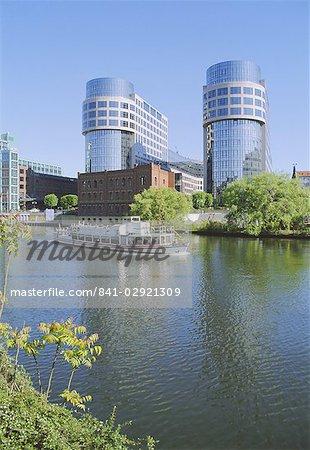 La rivière Spree à Helgolander Ufer, Berlin, Allemagne, Europe