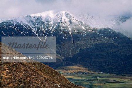 Torridon village sous la chaîne de montagnes Liathach, région des Highlands, Ecosse, Royaume-Uni, Europe