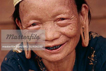 Old Dyak woman, Kalimantan, Indonesia, Southeast Asia, Asia