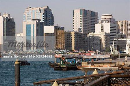 Abras traversant la crique de Dubaï, Dubai, Émirats Arabes Unis, Moyen-Orient