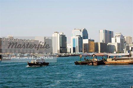 Circulation des bateaux sur la Creek, Dubaï, Émirats Arabes Unis, Moyen-Orient
