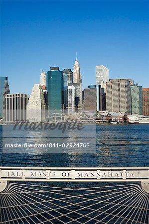 Skyline de Manhattan et l'East River, le Fulton Ferry Landing, Brooklyn, New York City, New York, États-Unis d'Amérique, Amérique du Nord