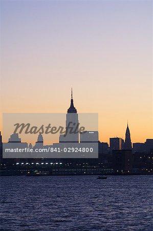 Empire State Building et Midtown Manhattan skyline au lever du soleil, New York City, New York, États-Unis d'Amérique, l'Amérique du Nord