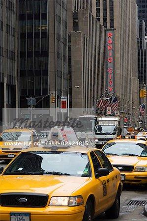 Taxis, Avenue des Amériques, Manhattan, New York City, New York, États-Unis d'Amérique, Amérique du Nord