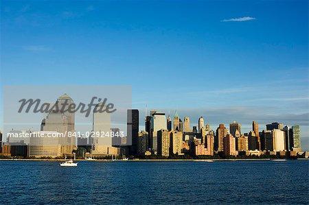 Skyline de Manhattan inférieur du fleuve Hudson, New York City, New York, États-Unis d'Amérique, Amérique du Nord