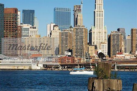 Manhattan sur l'East River, New York City, New York, Etats-Unis d'Amérique
