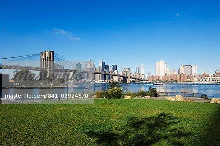 Pont de Brooklyn et Manhattan skyline, parc de pont de Brooklyn, New York City, New York, États-Unis d'Amérique, Amérique du Nord
