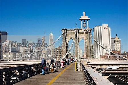 Passage réservé aux piétons sur le pont de Brooklyn vers Manhattan, New York City, New York, États-Unis d'Amérique, l'Amérique du Nord