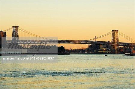 Le pont de Williamsburg et l'East River, New York City, New York, États-Unis d'Amérique, l'Amérique du Nord