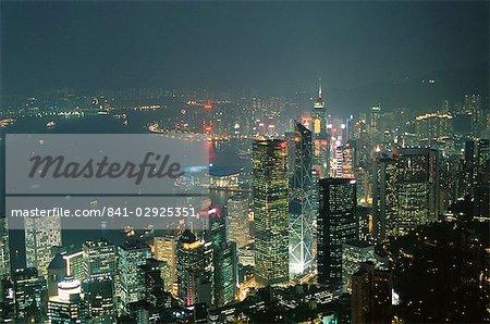 Skyline et Victoria Harbour, dans la nuit de la crête, île de Hong Kong, Hong Kong, Chine, Asie
