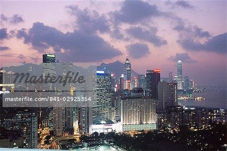 Skyline de l'île de Hong Kong, Causeway Bay, dans la soirée, Hong Kong, Chine, Asie