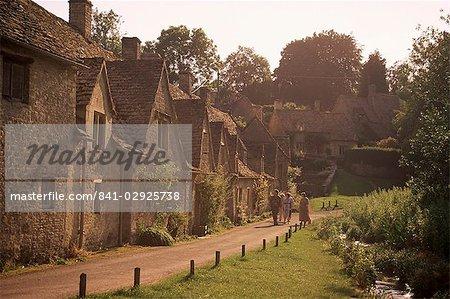 Maisons datant du XIVe siècle, ligne Arlington, Bibury, Gloucestershire, les Cotswolds, Angleterre, Royaume-Uni, Europe