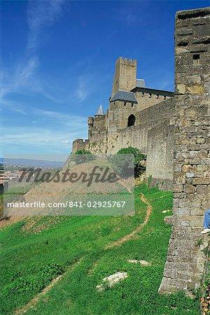 Les murs et les tours de la ville de Carcassonne, patrimoine mondial UNESCO, Languedoc Roussillon, France, Europe