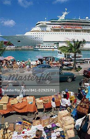 Croisière bateau à quai, Nassau, Bahamas, Antilles, l'Amérique centrale
