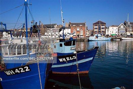 Bateaux dans le port, Weymouth, Dorset, Angleterre, Royaume-Uni