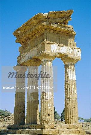 Temple grec de Castor et Pollux, datant du Ve siècle av. J.-C., Agrigente, UNESCO World Heritage Site, Sicile, Italie, Europe