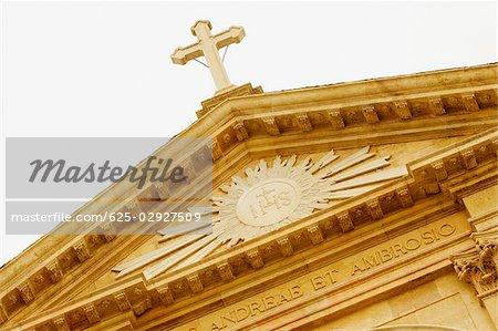 Vue d'angle faible d'une église Baroque Il Gesu, Gênes, Ligurie, Italie