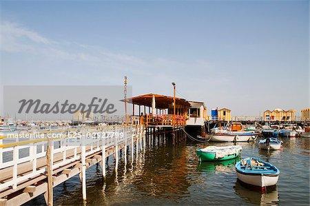 Bateaux amarrés au port, Marina Grande, Capri, Sorrento, péninsule de Sorrente, Province de Naples, Campanie, Italie