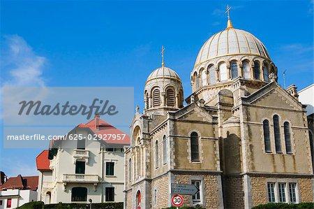 Vue d'angle faible d'une cathédrale, Église Orthodoxe Saint Alexandre De La Neva, Biarritz, France