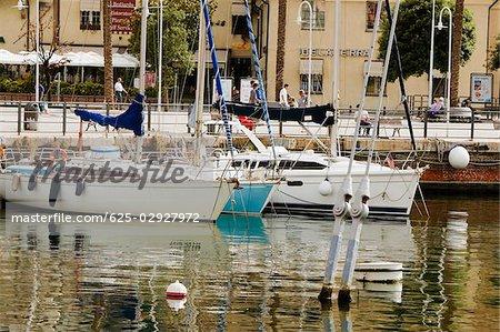 Bateaux dans un port, Porto Antico, Gênes, Ligurie, Italie
