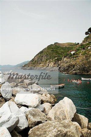 Rochers au bord de la mer, Parc National des Cinque Terre RioMaggiore Cinque Terre, La Spezia, Ligurie, Italie