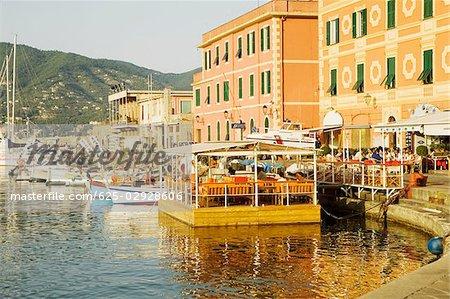 Bâtiments au bord de mer, Calata Del Porto, Riviera italienne, Santa Margherita Ligure, Gênes, Ligurie, Italie