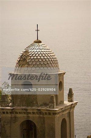Vue en coupe haute d'une église, l'église d'Antioche de Santa Margherita, Riviera italienne, Parc National des Cinque Terre, Vernazza, La Spezia, Ligurie, Italie