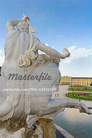 Fontaine de Neptune, au Palais de Schönbrunn et jardins, Vienne, Autriche