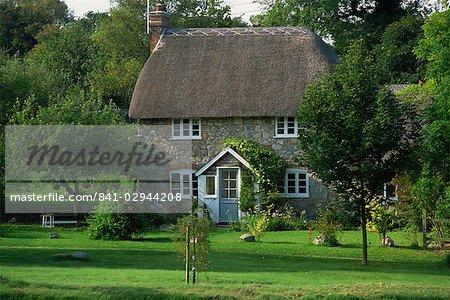 Cottage au toit de chaume et jardin à Lockeridge, Wiltshire, Angleterre, Royaume-Uni, Europe