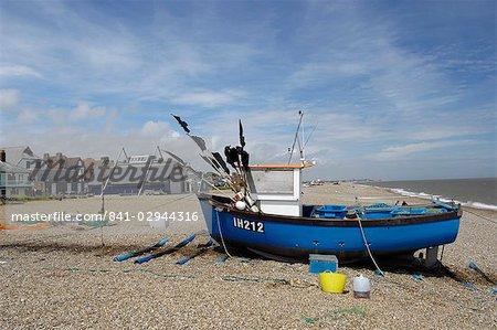 Sur la plage à Aldeburgh, Suffolk, Angleterre, Royaume-Uni, Europe