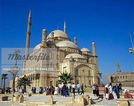 Foule devant la mosquée de Mohammed Ali, le Caire, en Égypte, en Afrique du Nord, l'Afrique