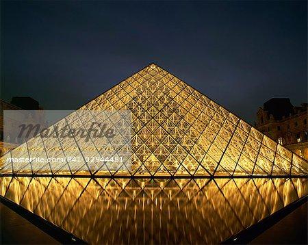 The Pyramide du Louvre illuminated at dusk, Musee du Lourve, Paris, France, Europe