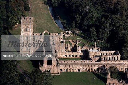 Luftbild von Fountains Abbey, UNESCO Weltkulturerbe, Yorkshire, England, Vereinigtes Königreich, Europa