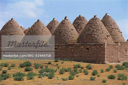 Pierre construit des maisons maintenant utilisés comme byres bovins et greniers, à Harran, Kurdistan, Anatolie, Turquie, Asie mineure, Eurasie