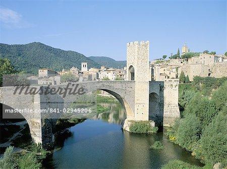 Pont fortifié, Besalu, Catalogne (Catalunya) (Catalunya), Espagne, Europe