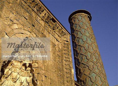 Portail et minaret de la mosquée de Yakutiye Medresse datant du 13ème siècle, Erzurum, Anatolie, Turquie, Asie mineure, Eurasie