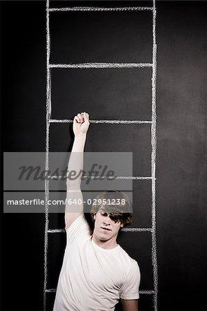 homme pendu à une échelle