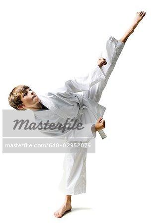 jeunes pratiquant les arts martiaux