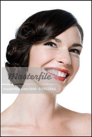 Frau Mit Ihren Haaren In Einer Klassischen Hollywood Frisur