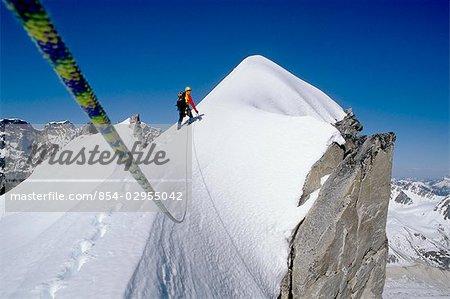 Homme alpinisme chaîne de l'Alaska Denali National Park en Alaska intérieur hiver scenic