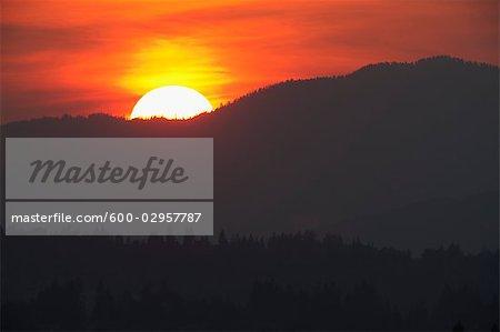 Coucher du soleil, la vallée du Fraser, en Colombie-Britannique, Canada